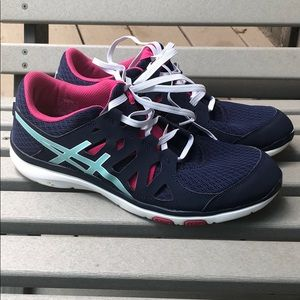 ASICS lightweight training athletic shoe Gel fit